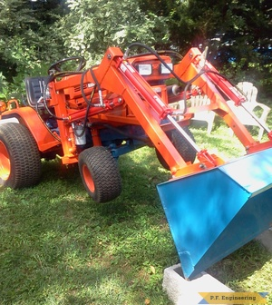 Kubota B5200 compact tractor loader lift front end