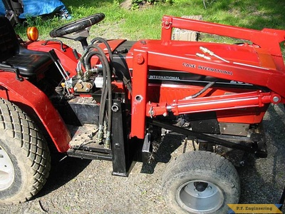 Case International 235 compact tractor loader_2