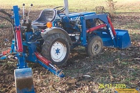 Ford 1100 compact tractor loader_2