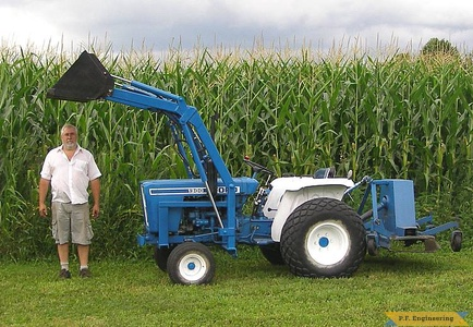 Ford 1300 compact tractor loader_1